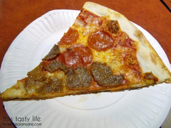 landinis-pizza-slice