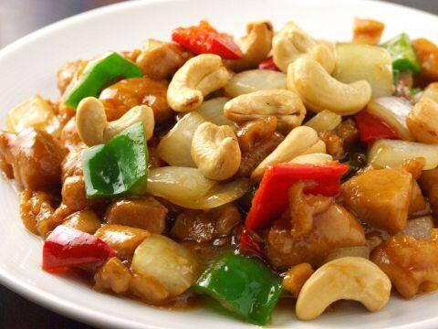 間食は健康にいいナッツに決まり!カシューナッツをいっぱい食べるための、とり肉のカシューナッツ炒めのレシピ!
