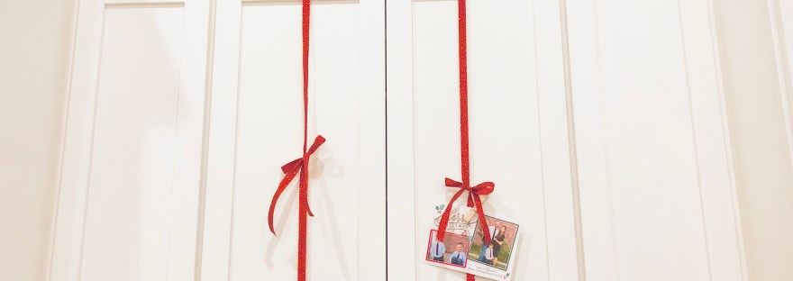 $2 Christmas Card Display in Just 2 Minutes | Food Allergy P.I. | Family, Food & Fun!