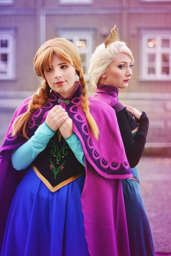 Anna cosplayed by Timeforlemontea, Elsa cosplayed by Santatory, photographer not known