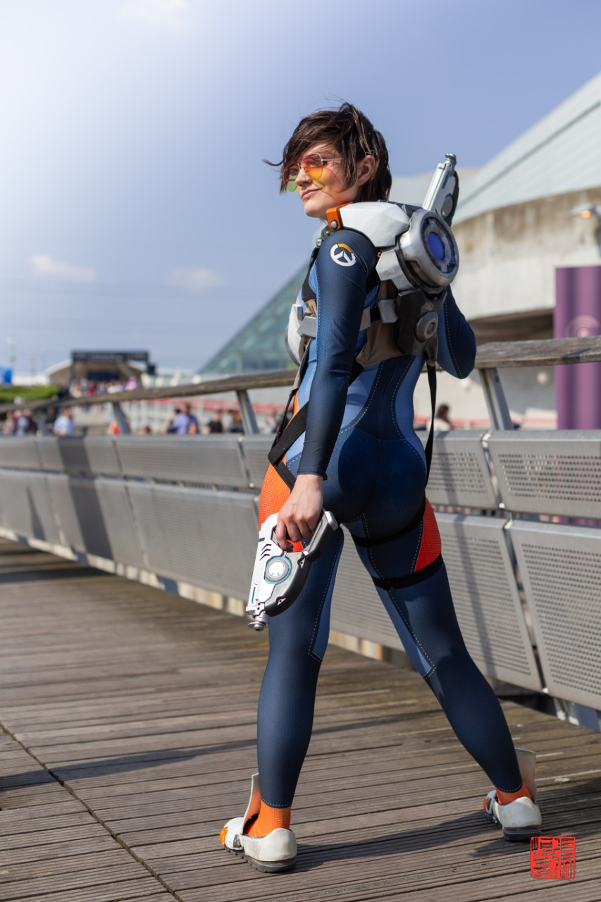 Tracer (Graduation Suit) / Overwatch by Jinxy Dragon Cosplay