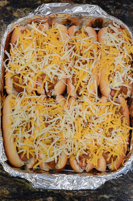CHILI DOGS FOR A CROWD