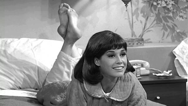 Mary Tyler Moore dead at age of 80