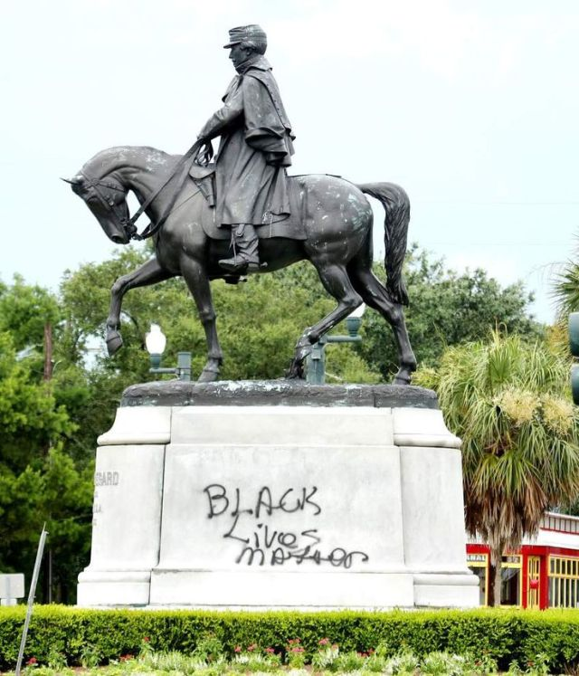 NEW ORLEANS — The city of New Orleans has begun the process of removing the P.G.T. Beauregard monument at City Park.