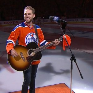 When The Mic Fails; Canadian Hockey Fans Belt Out The 'The Star-Spangled Banner' Ahead Of The Stanley Cup Playoff Game