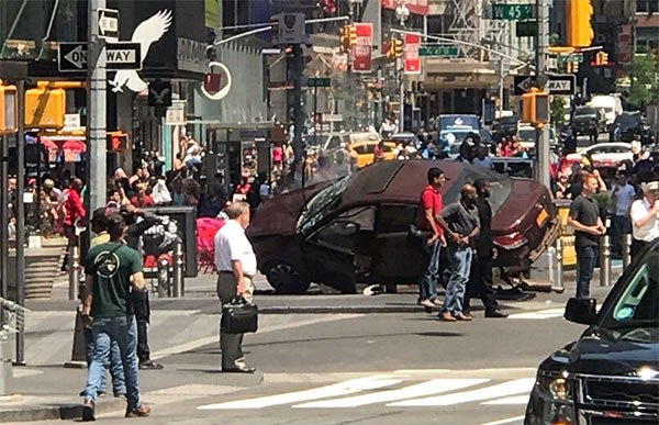 1 Person Dead, 20 People Hurt When Car Slams Into Pedestrians In Times Square