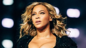 People Desperately Want Know Who #WhoBitBeyonce On The Face