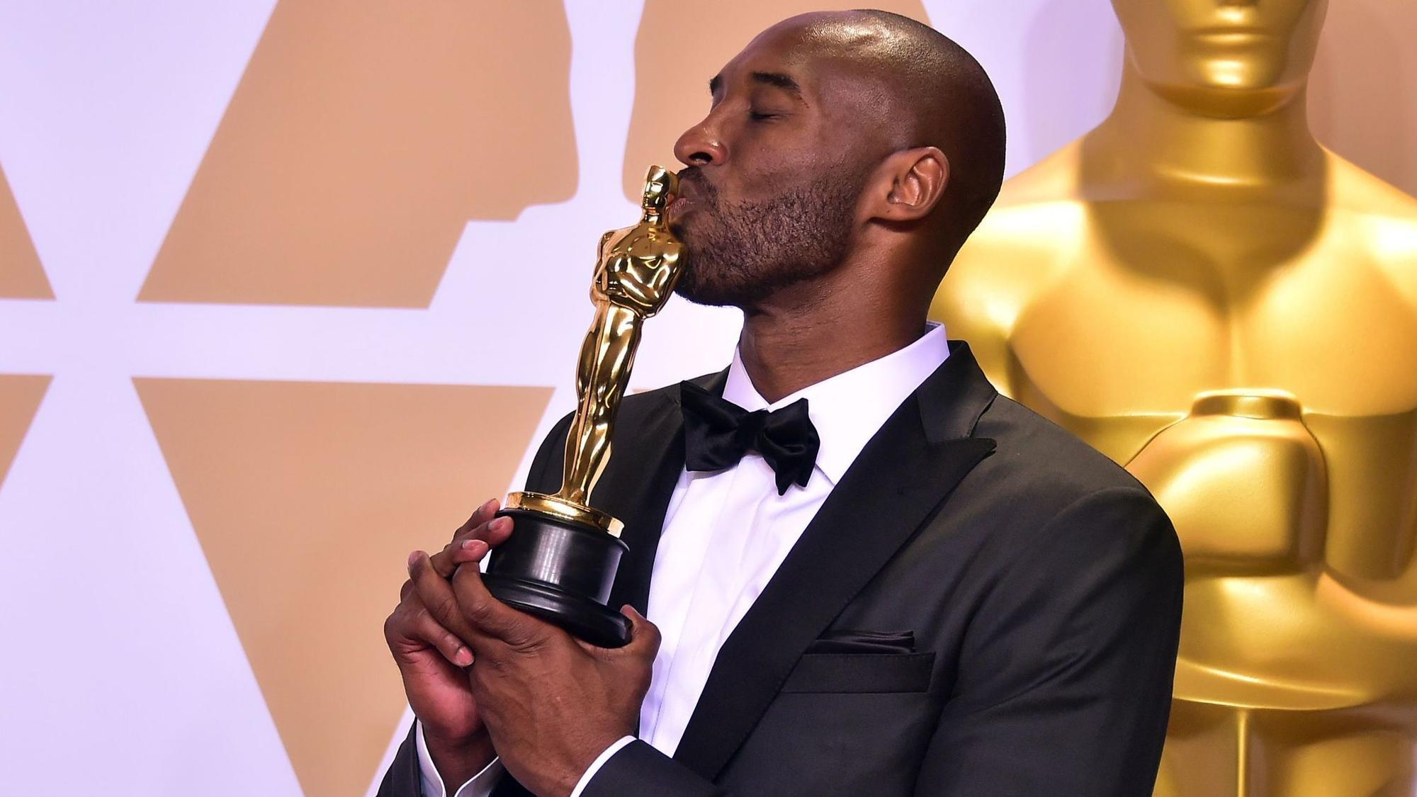 Kobe Bryant Cheered As Ryan Seacrest Is Shunned Despite Kobe Rape Case