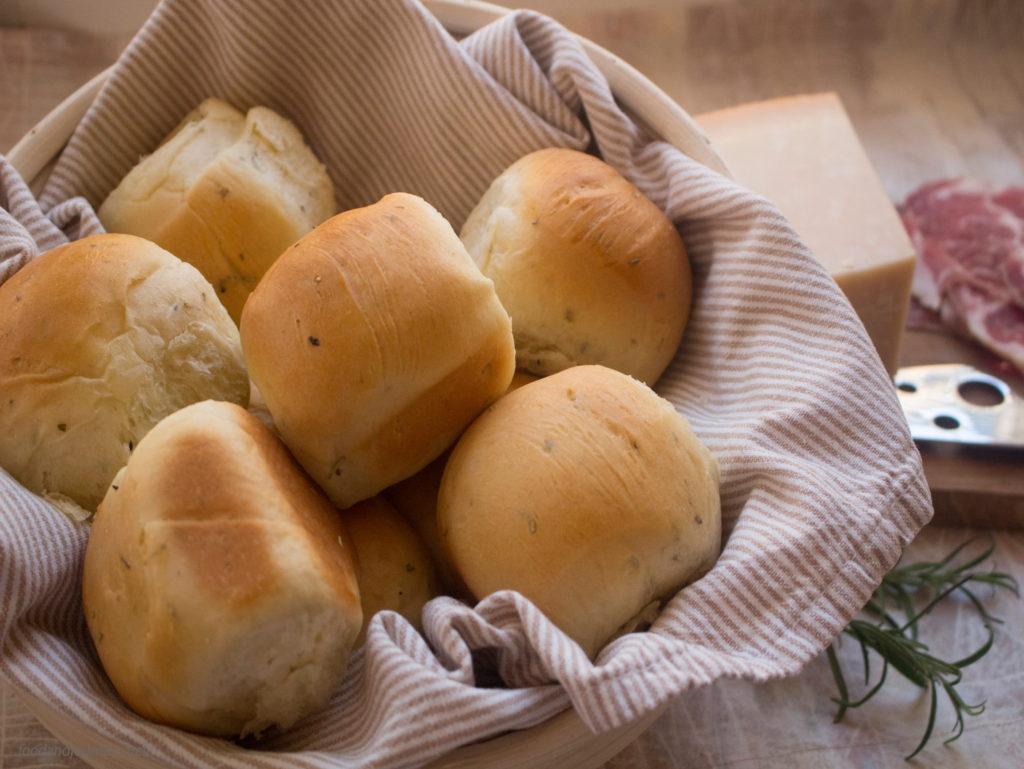 Bread Rolls with Herbs|foodandjourneys.net