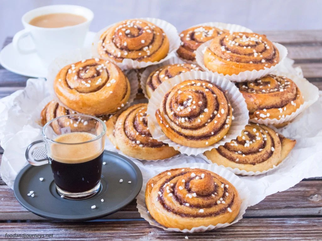 Swedish Cinnamon Buns (Kanelbullar)|foodandjourneys.net