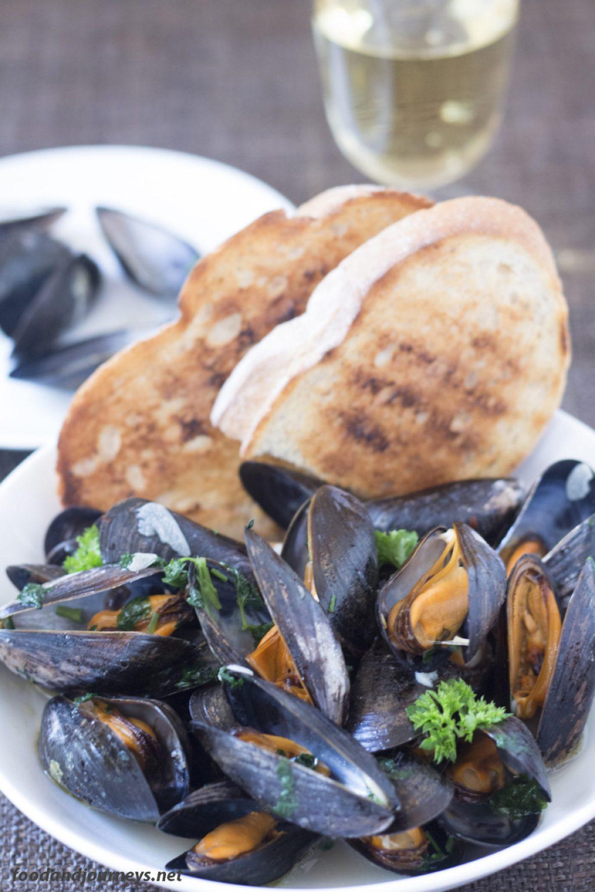 Mussels in White Wine|foodandjourneys.net