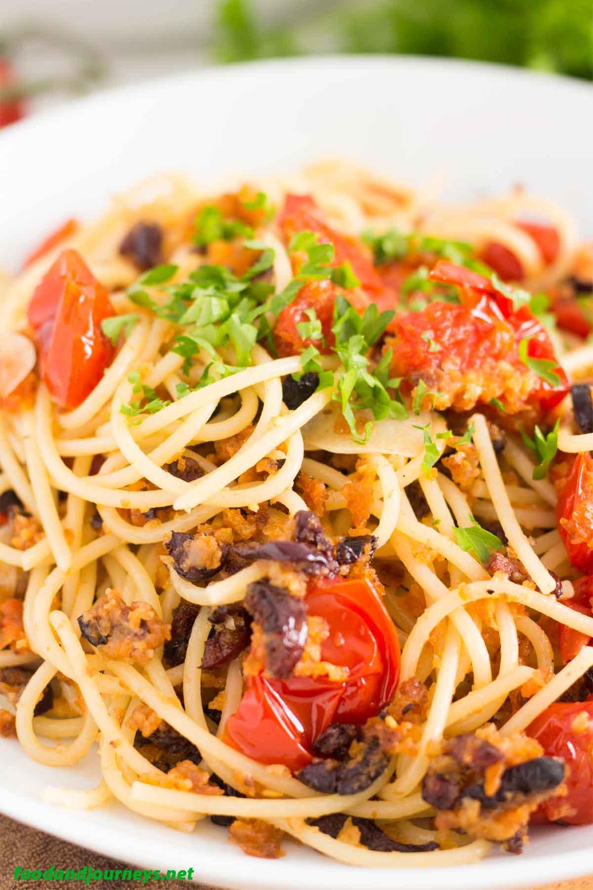 Roasted Breadcrumbs and Cherry Tomatoes Pasta Pic1|foodandjourneys.net
