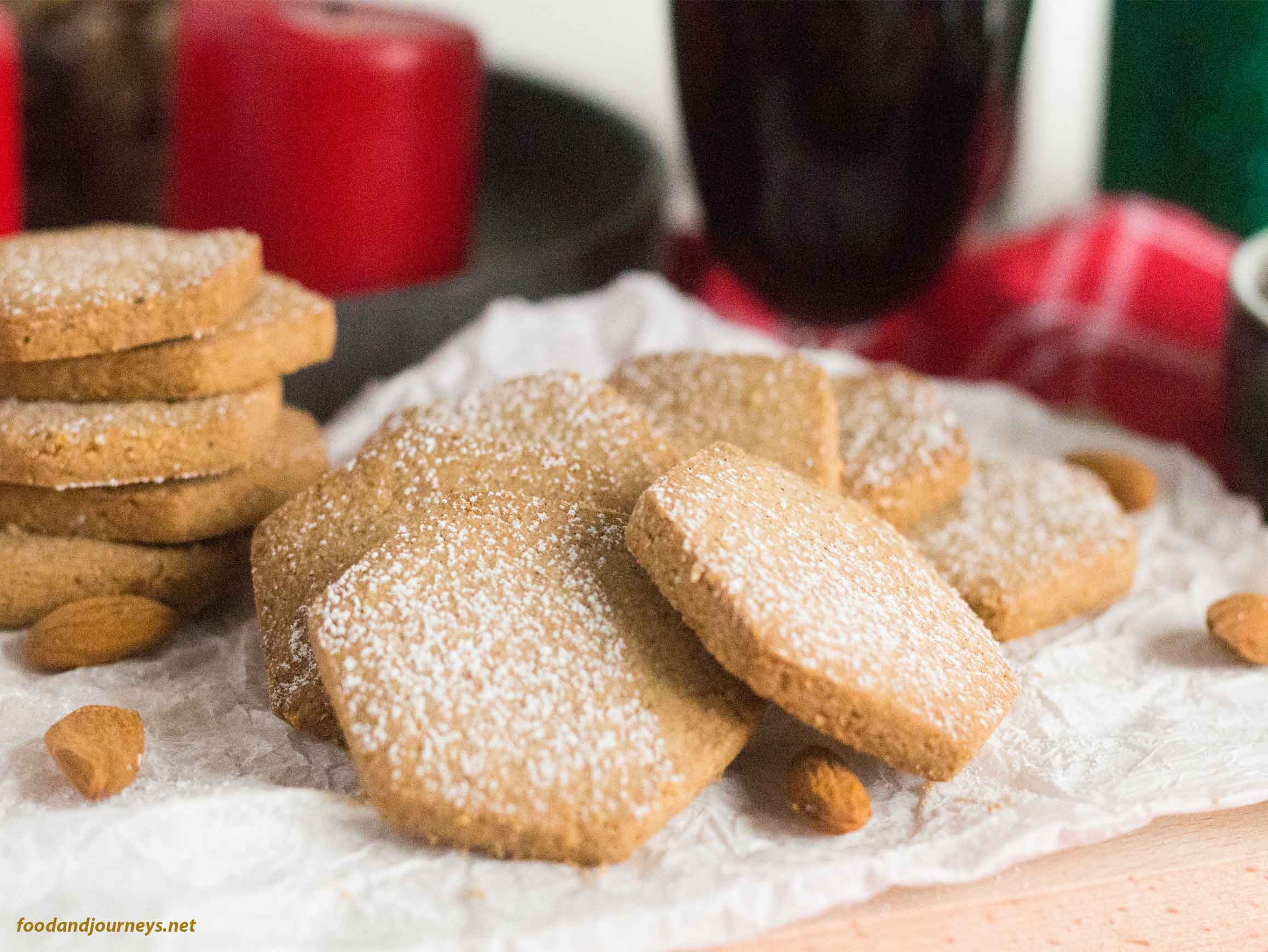 Polvorones (Spanish Christmas Biscuits) arranged in a circular manner and dusted with powdered sugar.