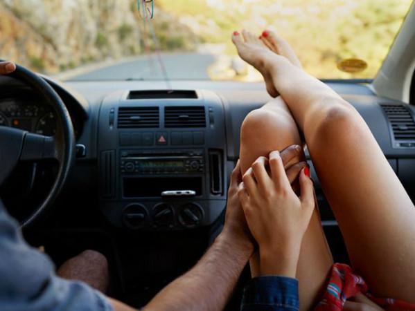 Las mejores canciones para escuchar en el coche con tu pareja