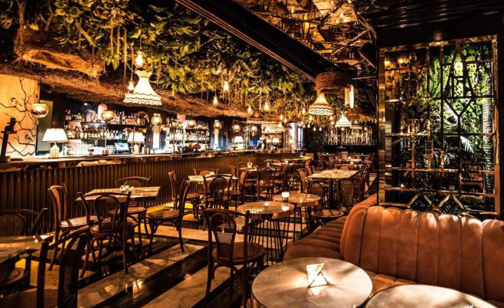 Date un respiro del trabajo en este 'kitchen bar' de la CDMX (su estilo tropical te va a encantar)