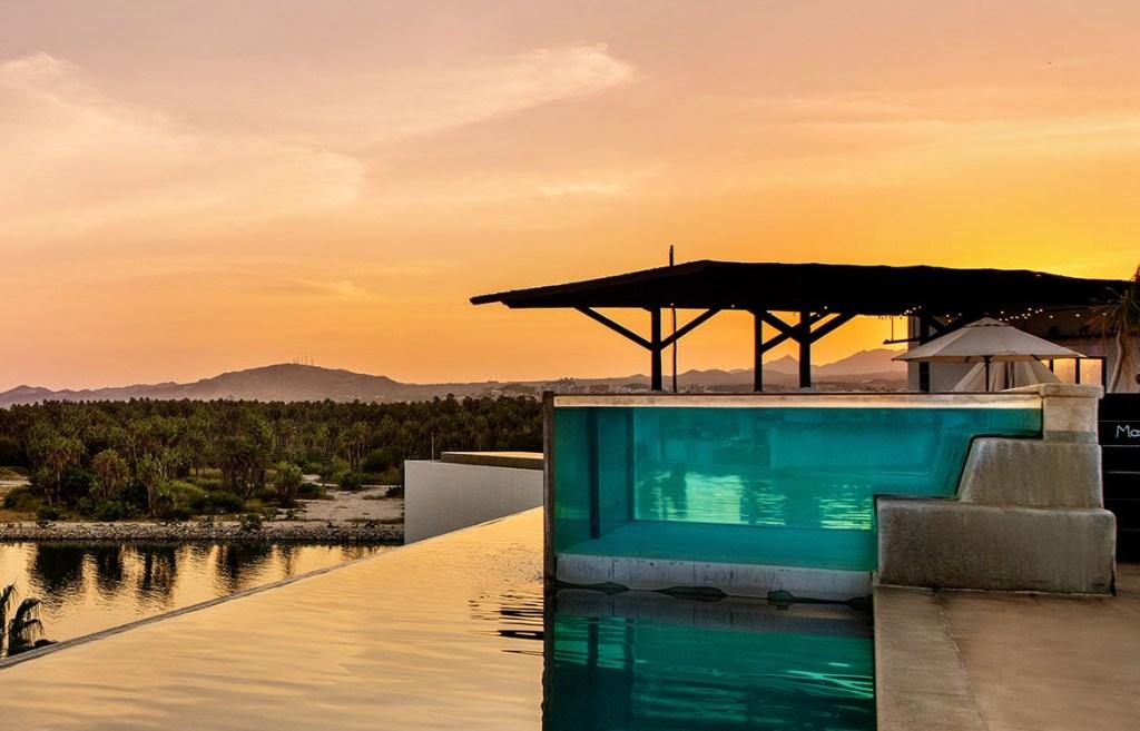 5 hoteles en México con albercas de paredes transparentes (todos quieren una foto nadando ahí)