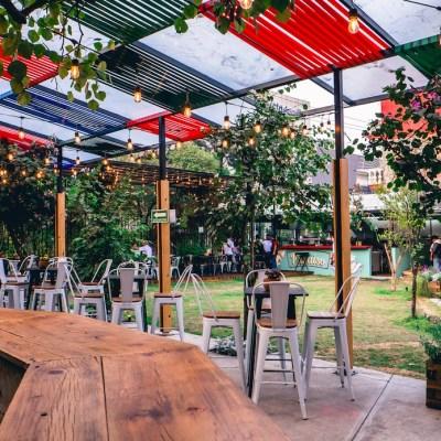 10 restaurantes con jardines ocultos (y súper lindos) para comer rico y chocar copas en la CDMX