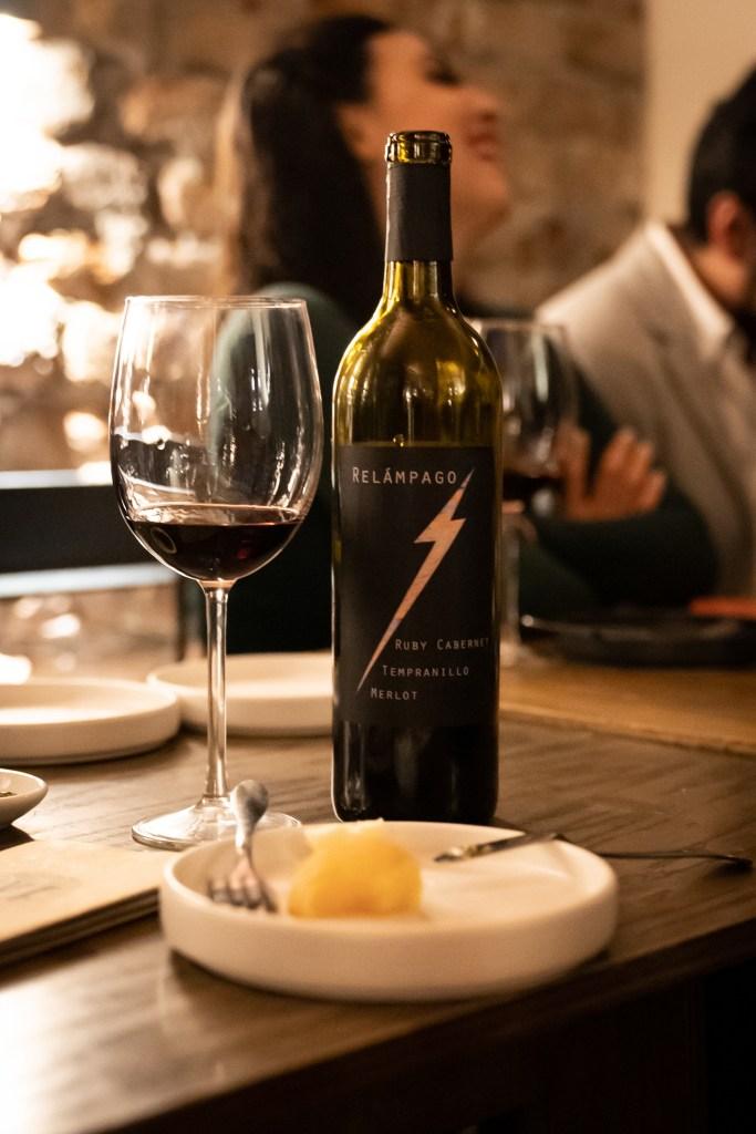 vino-tinto-relampago-ruby-cabernet-tempranillo-merlot-sophie-avernin-simon-bar-botella-vino-mexicano