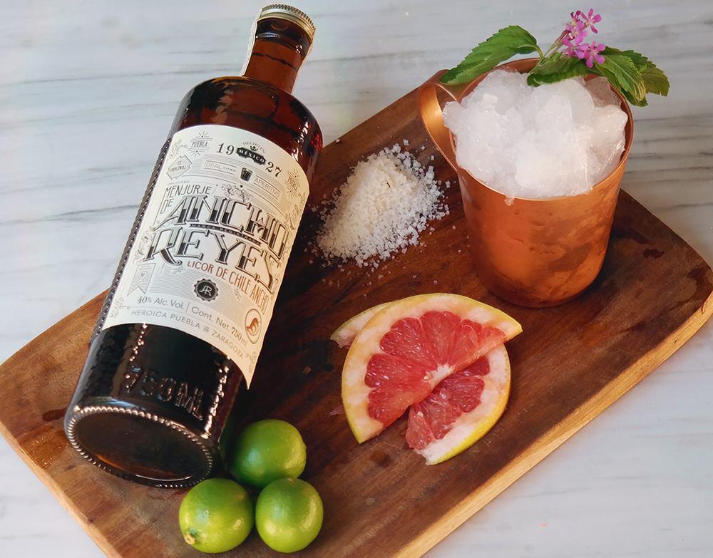 Tenemos la receta de tres cócteles (súper originales) con licor de chile ancho