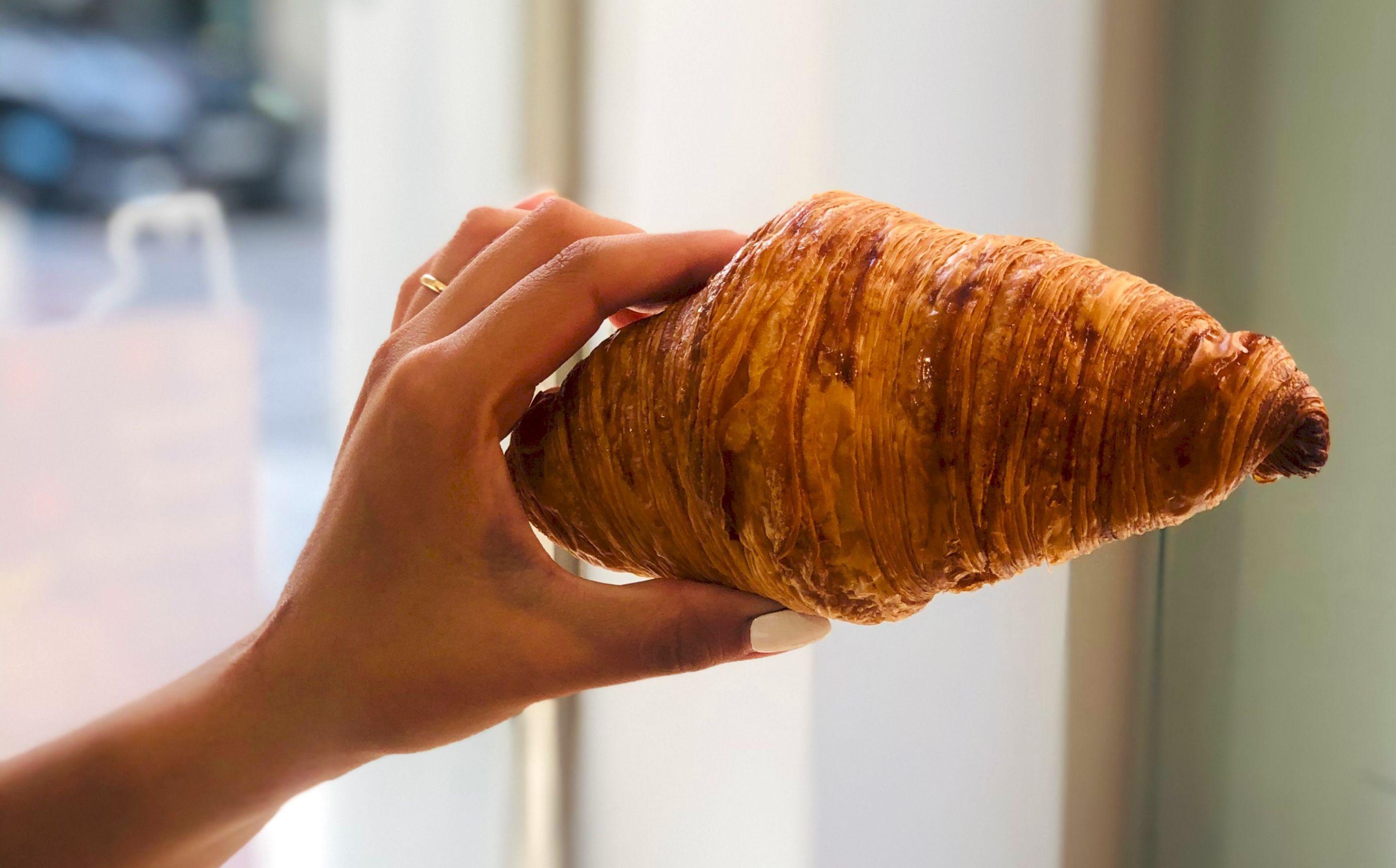 7 'spots' para ir por un croissant crujiente por fuera y con aroma a mantequilla