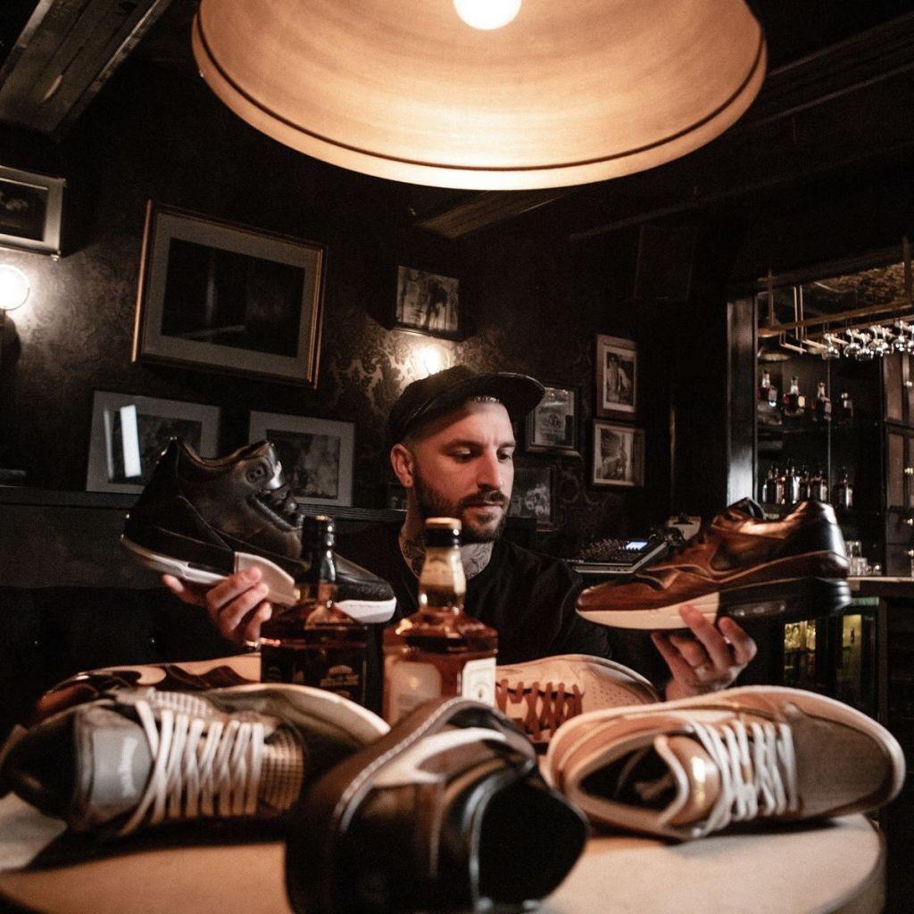 The 7: Los zapatos deportivos de Jack Daniel's son una realidad