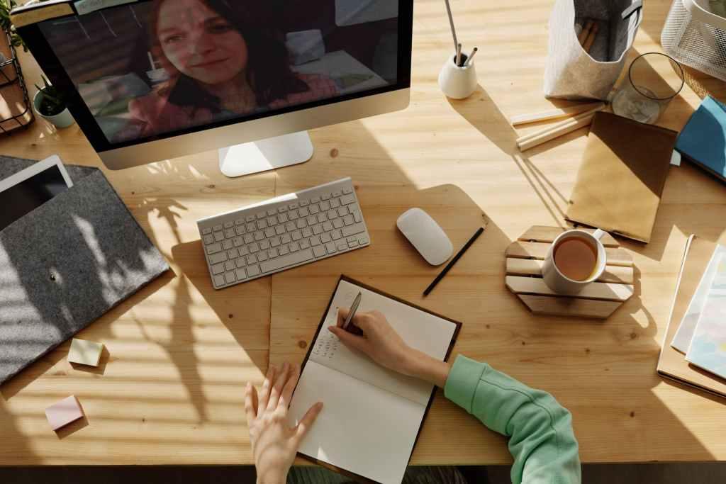 ¿Tienes clases en línea? 7 tips para que no se conviertan en una pesadilla