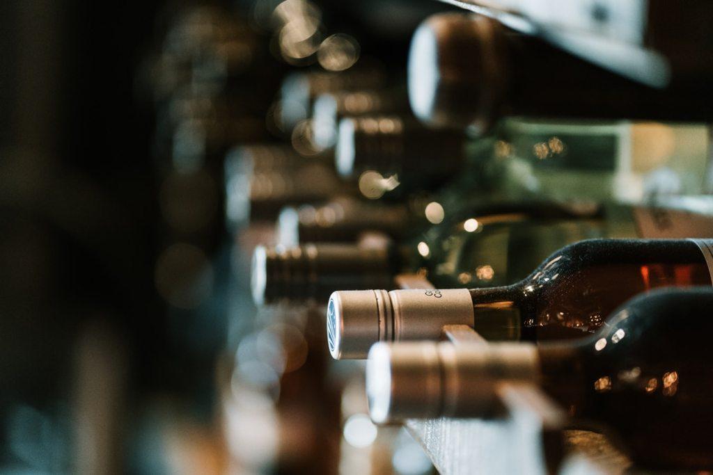 Vuélvete un experto en vinos con estos cursos online
