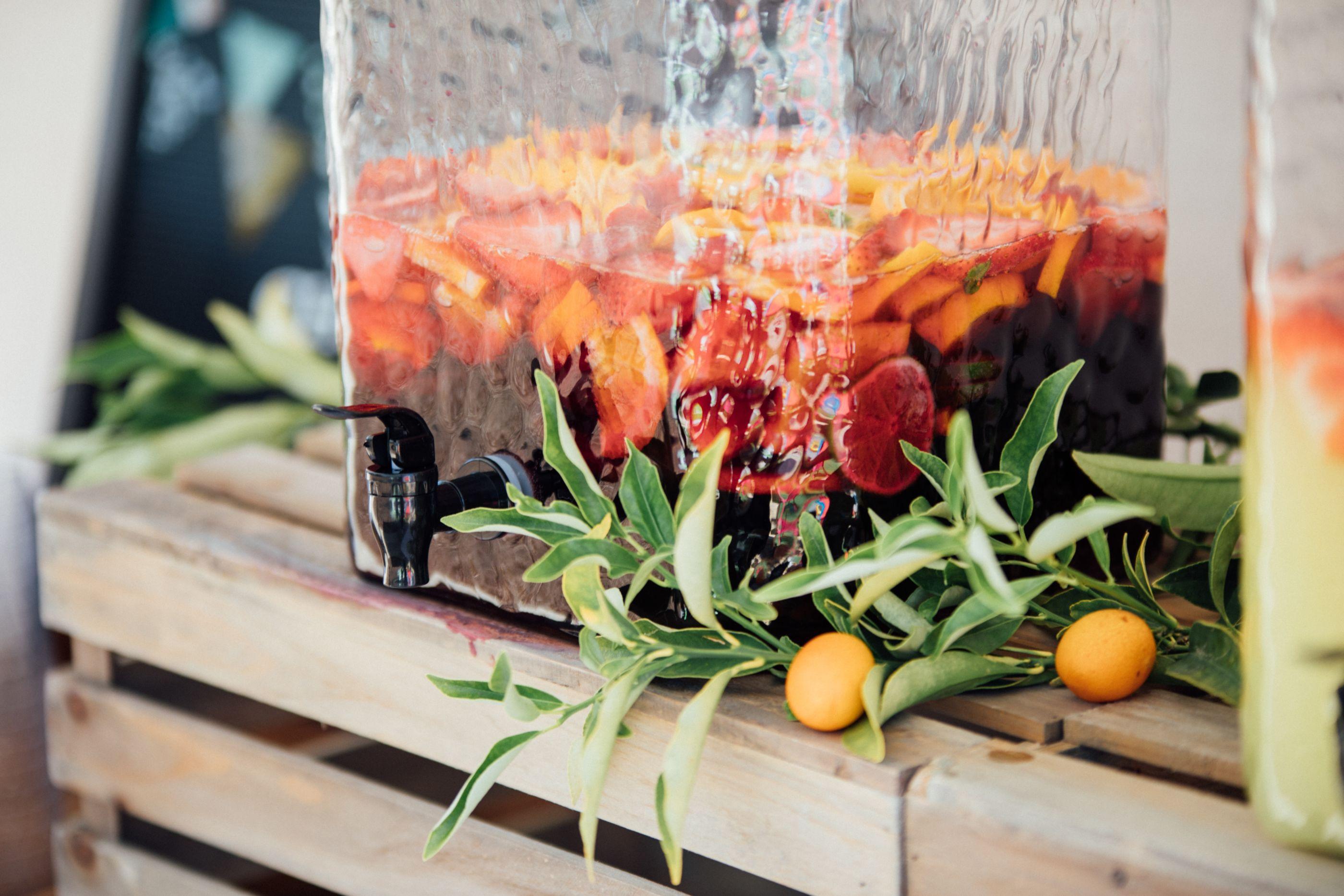 Prepara una refrescante sangría para estos días de calor