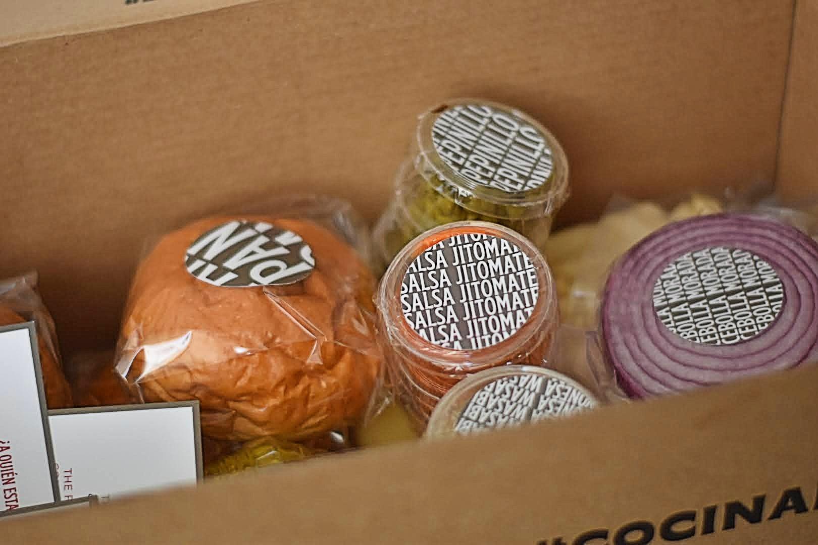 Esta caja semanal te permite probar los platillos de chefs reconocidos mientras ayudas