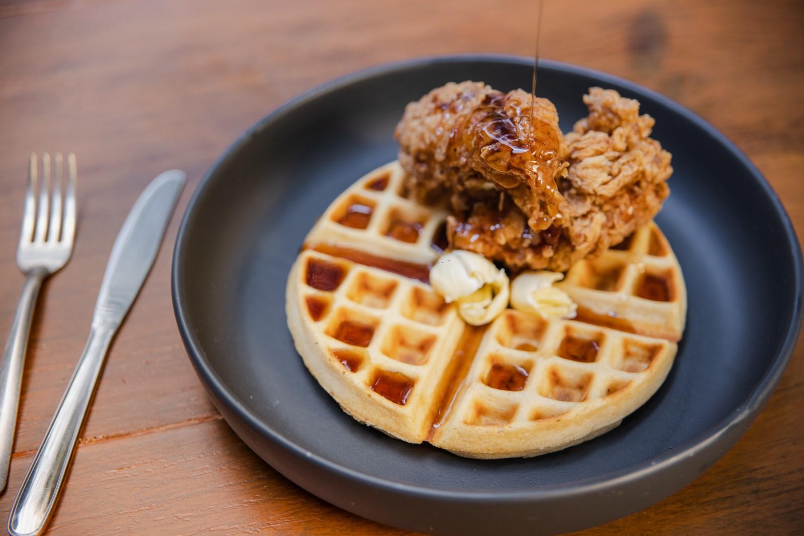 5 restaurantes en la CDMX para desayunar chicken & waffles (crujientes y con mucha miel)