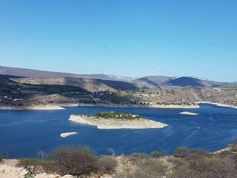 Esta isla secreta está a menos de tres horas de CDMX (y tiene cabañas para hospedarte ahí)