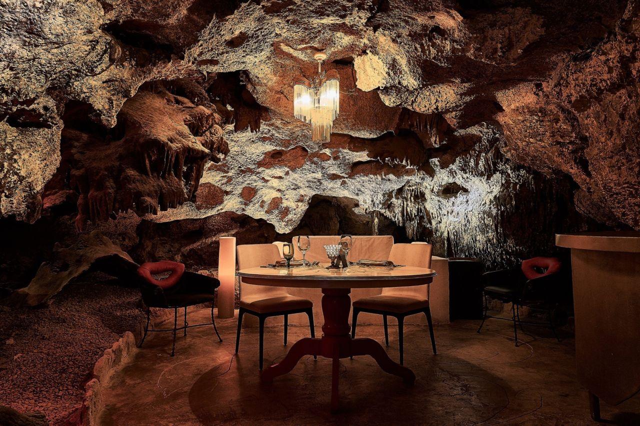 Descubre el (romántico) restaurante que se esconde dentro de una caverna en la Riviera Maya