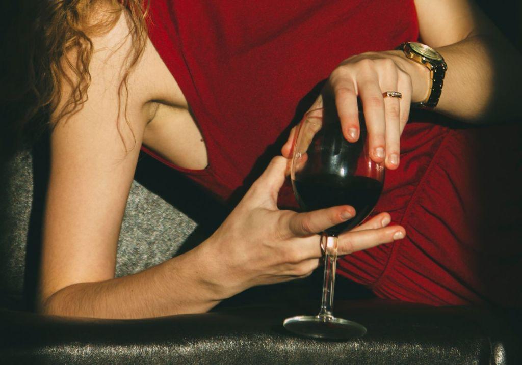 ¡Buenas noticias! Tomar una copa de vino al día podría mejorar tu metabolismo