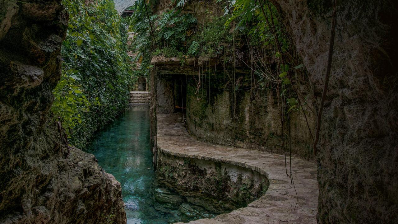 Esta hacienda henequenera te sorprenderá con sus hermosos cenotes en los que podrás nadar