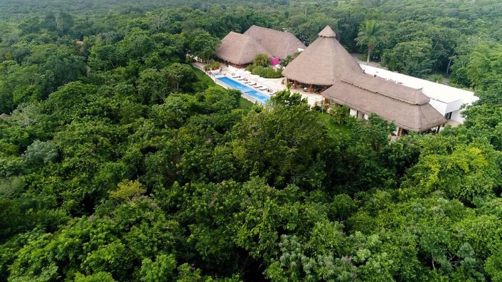 Descubre este impresionante hotel con infinity pool en el corazón de la Selva Maya