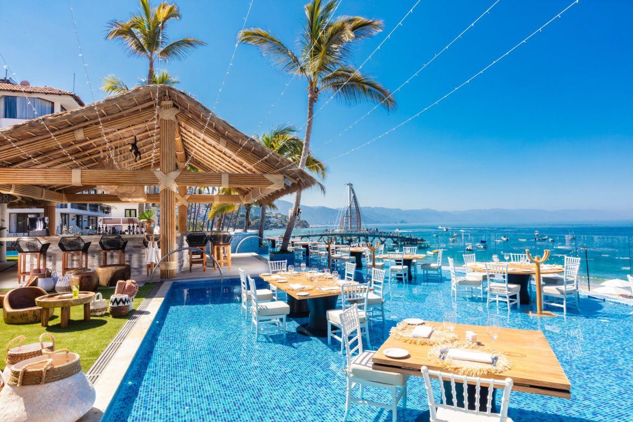 En este increíble restaurante de México puedes comer dentro de una alberca con la mejor vista