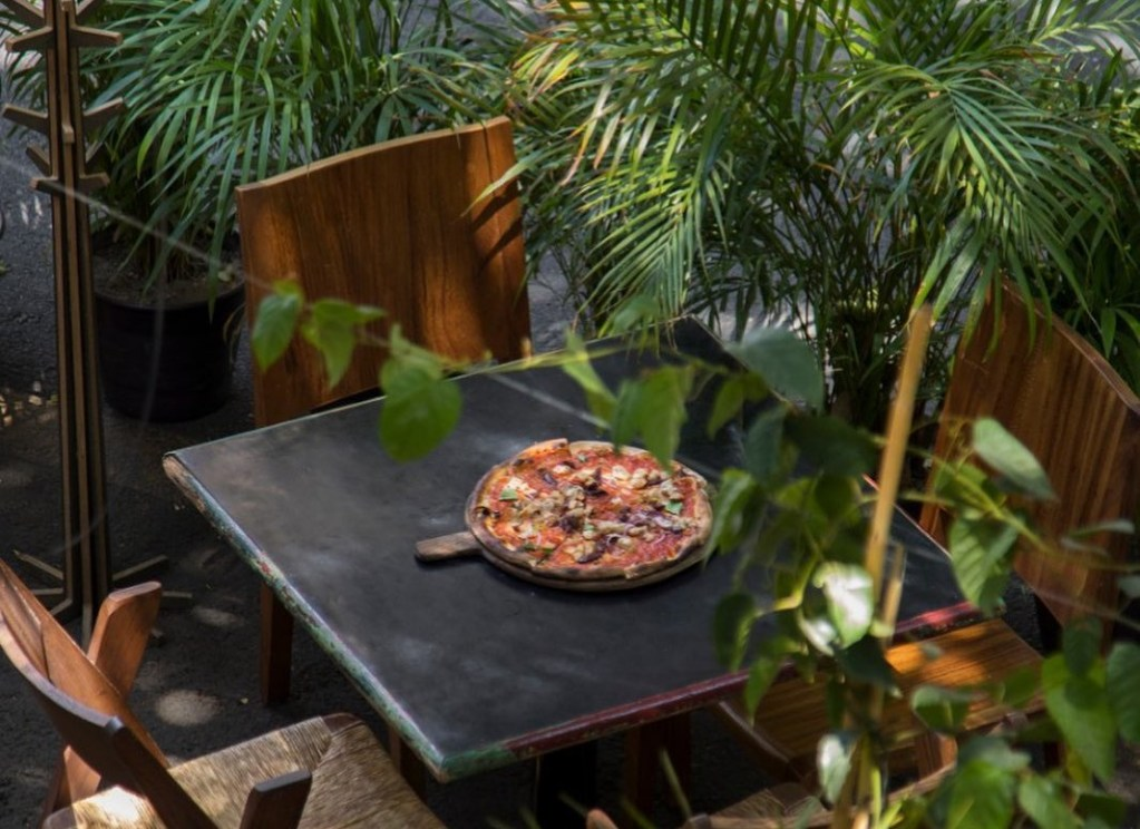 8 restaurantes para tener una 'date' de pizza y cerveza en la CDMX