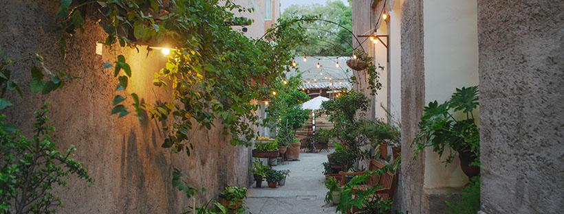 En este jardín estilo italiano podrás disfrutar de un limoncello natural en el entorno más artístico de la CDMX