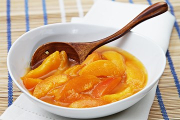 Apricot compote with Scotch whisky and ice cream