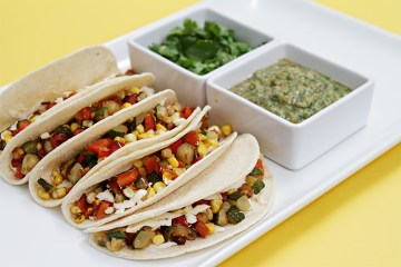 Soft tacos with red pepper, sweet corn and roasted salsa verde