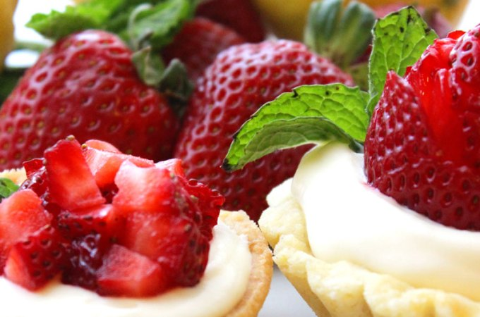Lemon Strawberry Shortcake Cup at FoodApparel.com (@driscollsberry #StrawShortcake)
