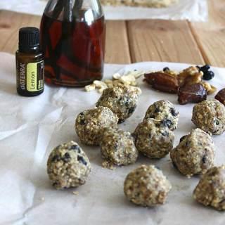 Copycat Blueberry Muffin Larabar at FoodApparel.com