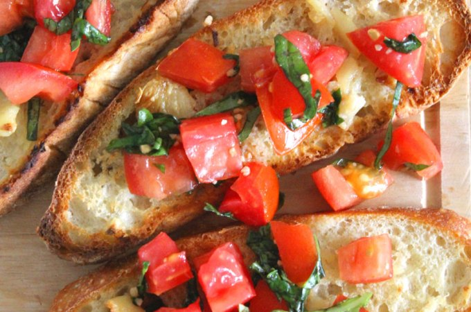 Easy and Fresh Tomato Basil Bruschetta Recipe