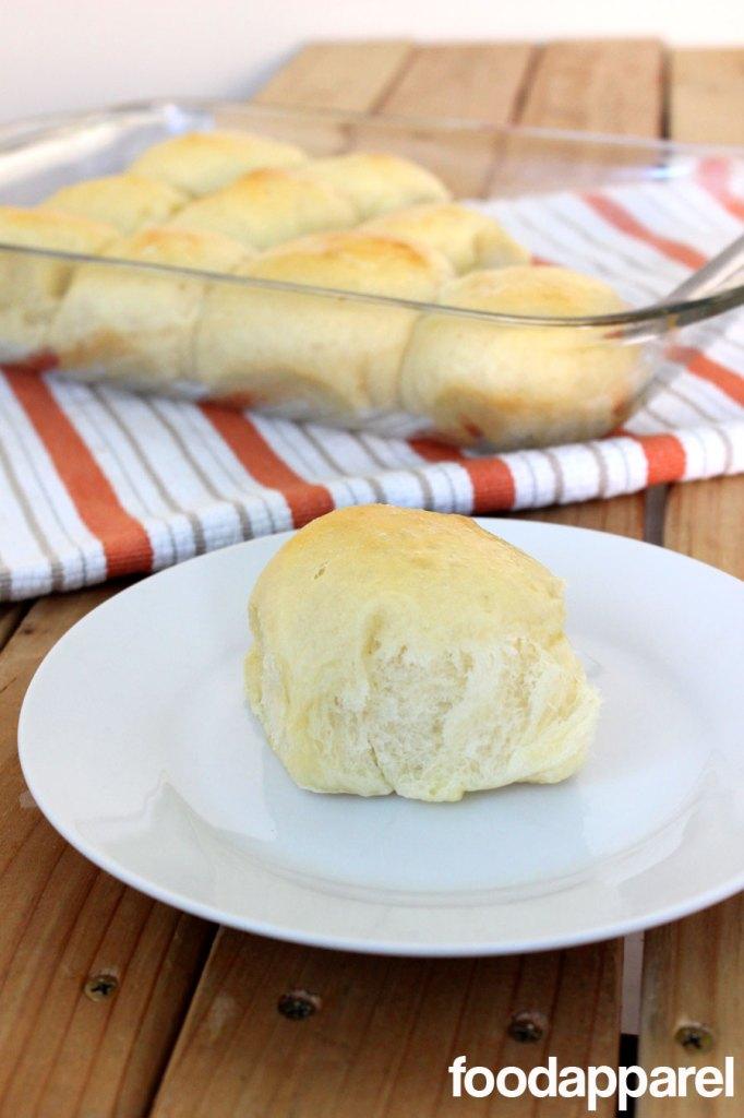 Sweet Hawaiian Dinner Rolls! Because everyone needs a perfect and fluffy roll recipe. @foodapparel