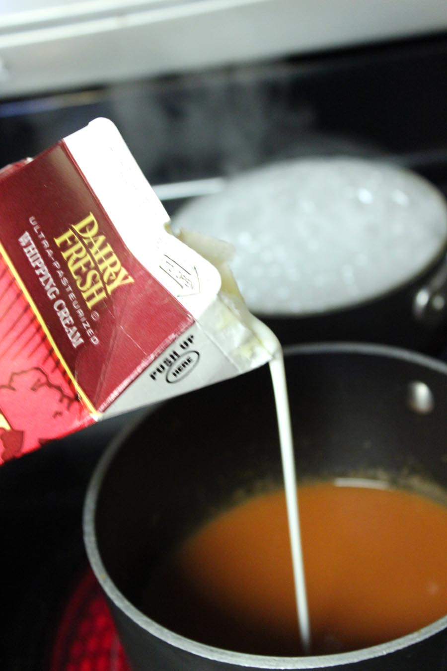 5 easy ways to dress up your canned tomato soup! | @foodapparel