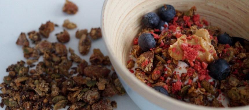 Lækker granola med Kokos og Peanutbutter