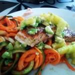 Laks med ananas/avocado relish