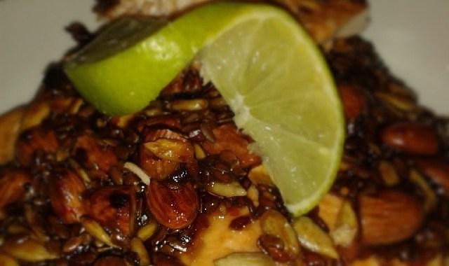 Asiatisk inspireret laks med mandelcrust og pestokartofler