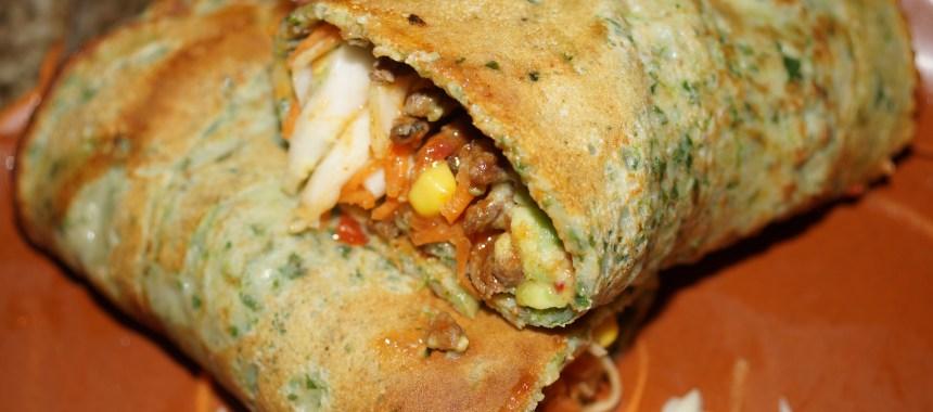 Fuldkorns spinatpandekager med guacamole, tomatrelish og kylling