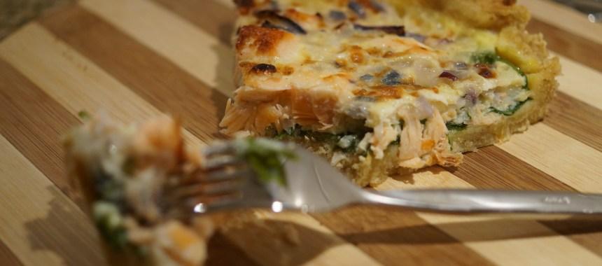 Fuldkorns laksetærte med spinat og hytteost
